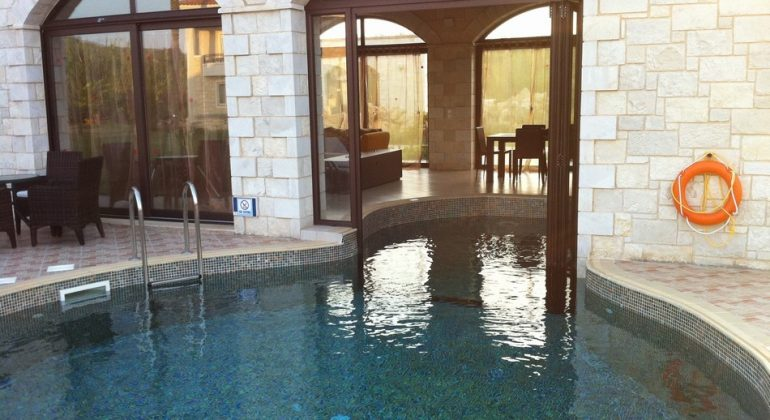 Indoor -outdoor Pool