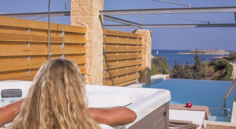 Relax in the hot tub gazing at the sea...