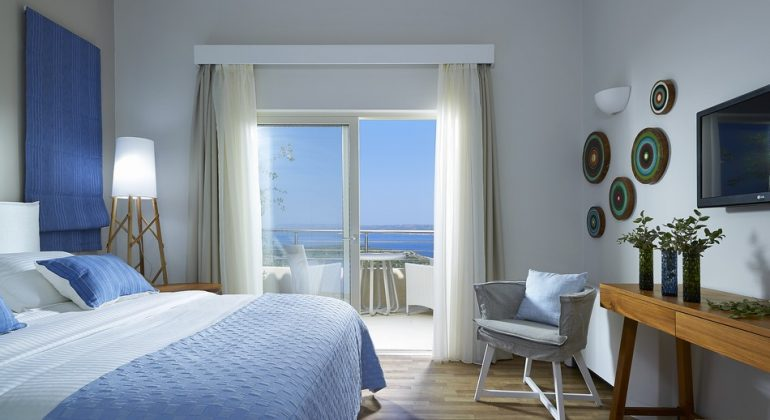 Twin bedroom with seaviews