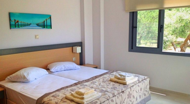 Twin bedroom with views to the olive grove