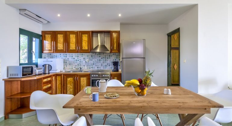 Dining area and fully equipped kitchen
