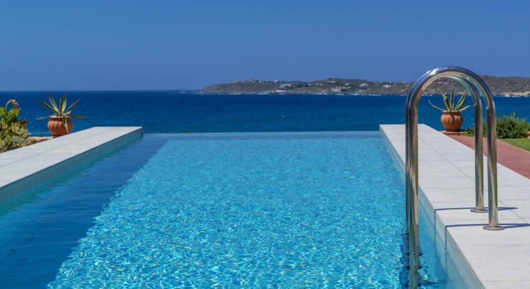The pool blends in with the sea...