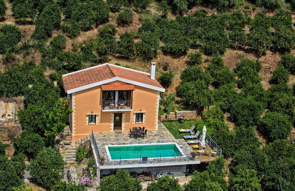 The villa set in a fanstastic orange grove