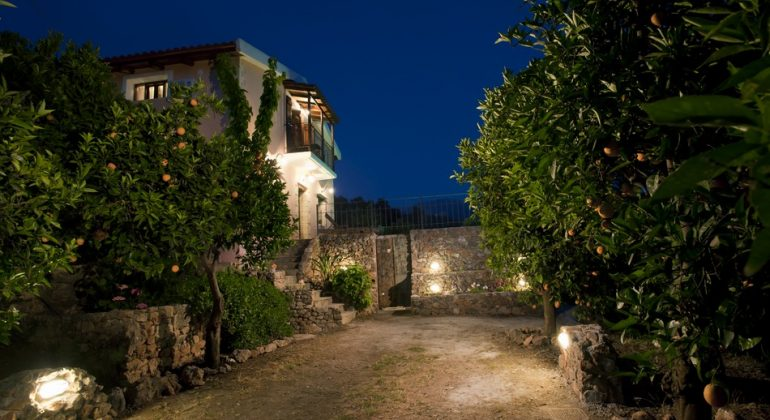 Villa set in extensive orange groves