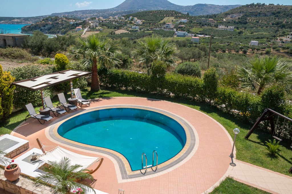 Pool and views to the cretan contryside and sea