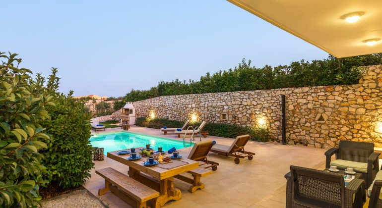 Atmospheric pool and garden lighting