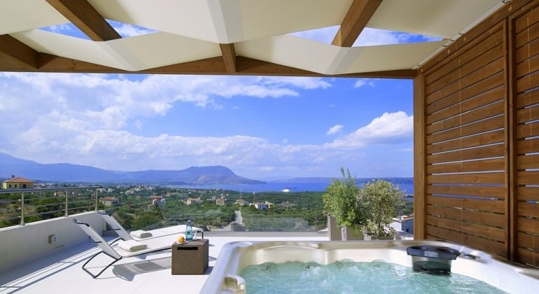 Jacuzzi area with views