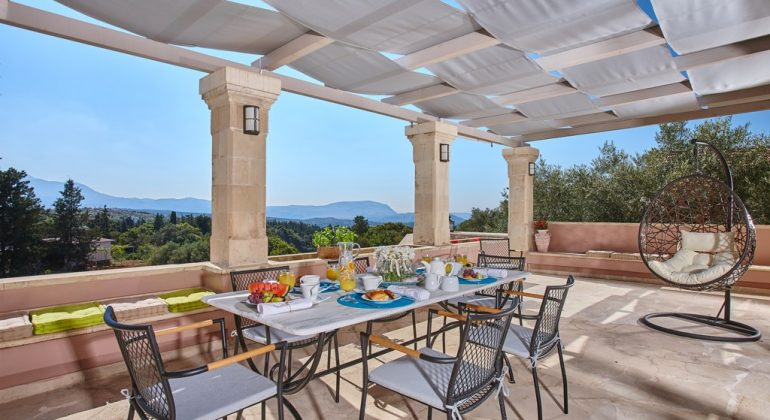 Outdoor dining area withviews