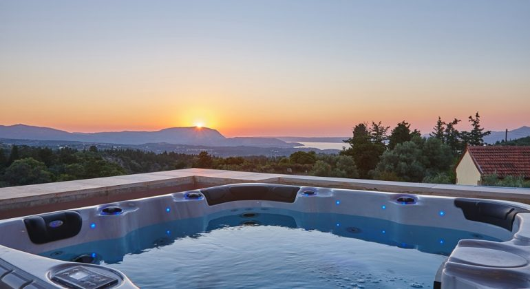 Outdoor jacuzzi with sunset views