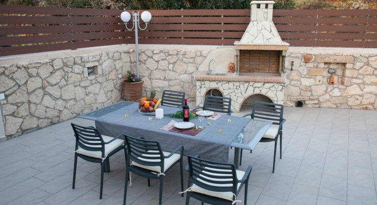 Outdoor dining area and BBQ