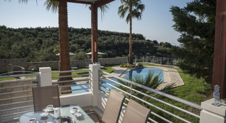 Balcony with views to the pool and the countryside