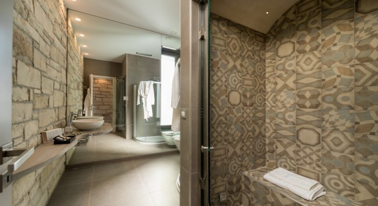 Shower room with hammam