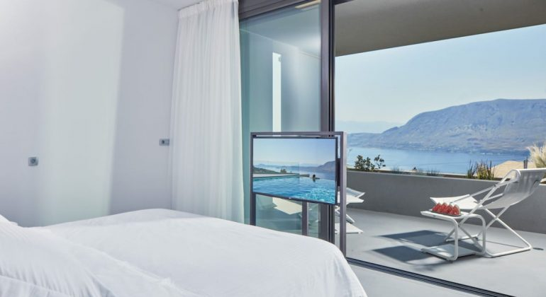 Double bedroom with views