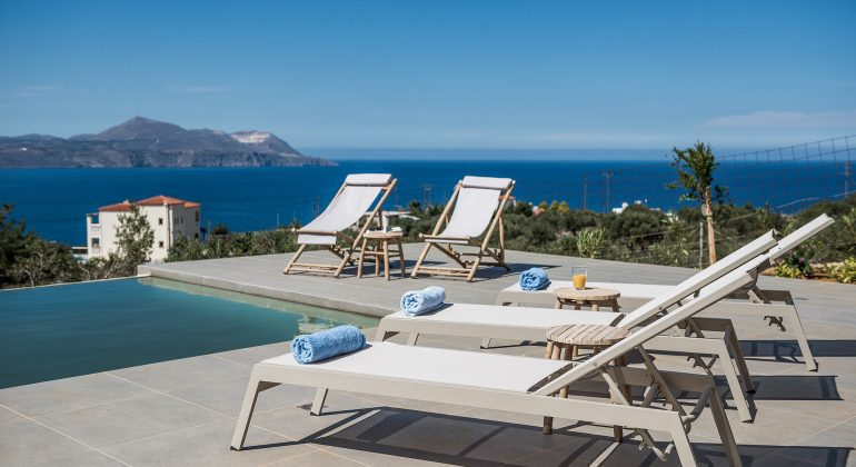 Nimar Villa -Pool with SeaView