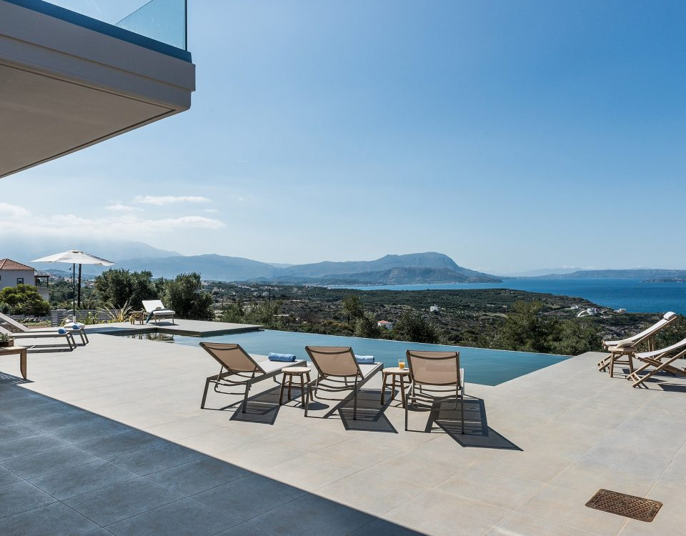 Nimar Villa - Pool with unique view